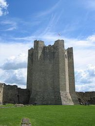 220px-Conisbrough_keep