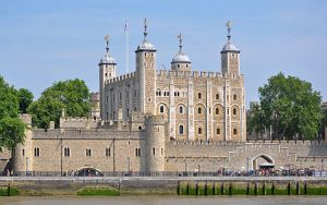 450px-Tower_of_London_viewed_from_the_River_Thames