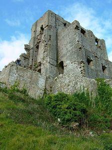 330px-Corfe_Castle2